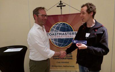 Zelfvertrouwen ontwikkelen: Oefenen publiekelijk spreken bij ToastMasters